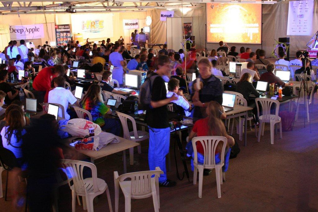 http://zxaaa.net/store/images/2006_jsr.jpg