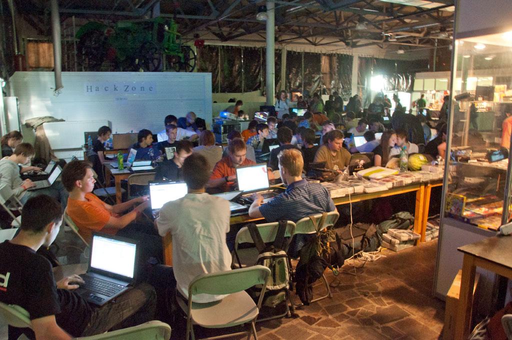 http://zxaaa.net/store/images/hack_2011_dsc_3769.jpg